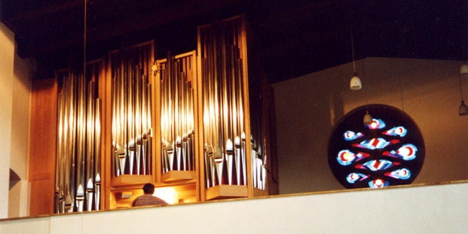 Butzbach, Kath. Kirche, 2 Manuale 27 Register, 2001 (opus 1146)