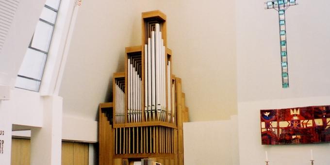 Herøy / Norwegen, Herøy Kirche, 2 Manuale 31 Register, 2003 (opus 1151)