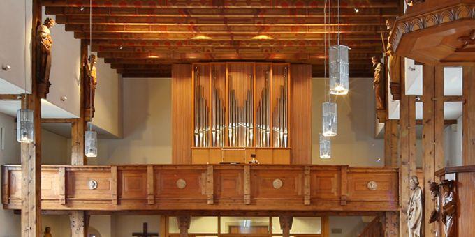 Titisee, Kath. Christkönigskirche, 2 Manuale 15 Register , 2015 (opus 1166)